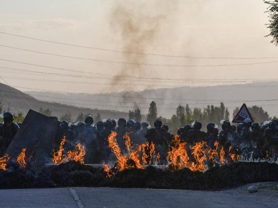 Эксперт допустил возможное разделение Киргизии на «атамбаевцев» и «жээнбековцев»