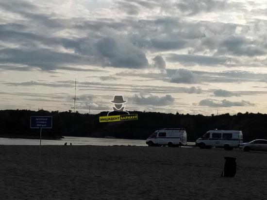 Человек утонул на городском пляже Барнаула попав под катер