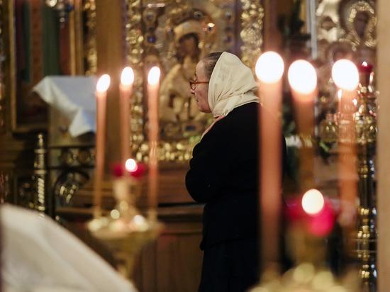 Священника отстранили после видео жестокого крещения ребенка