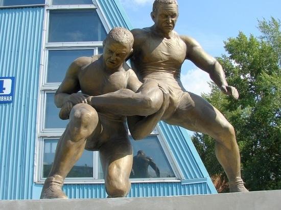 В Бердске появился эффектный памятник борцам