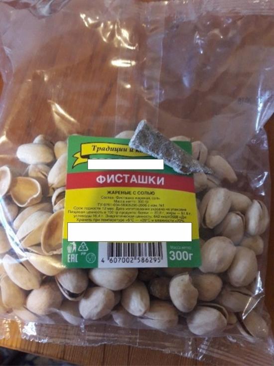 Жители Барнаула обнаружили в упаковке с фисташками крупный камень