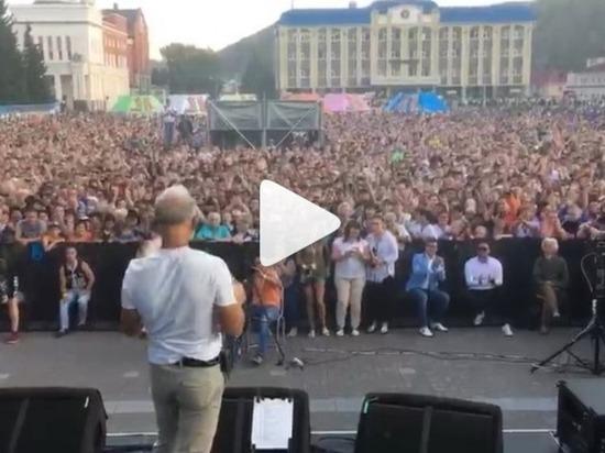 Заслуженный артист РФ Олег Газманов опубликовал видео с концерта в Горно-Алтайске