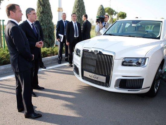 Медведев и Бердымухамедов оценили российские лимузины Aurus
