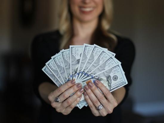 Исследование: для женщин деньги важнее секса, для мужчин - наоборот