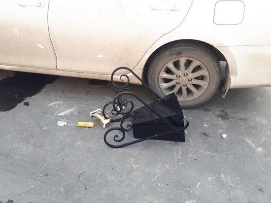 В ЯНАО неизвестные бросают урны в машины нарушителей ПДД
