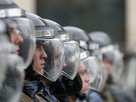 Получившая удар от полицейского девушка написала заявление в СК