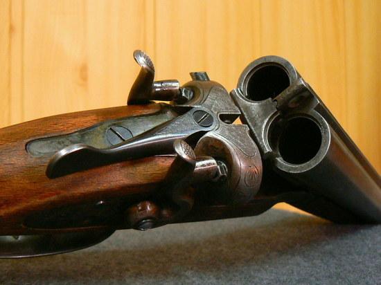 Курянин за сбыт оружия отработает 200 часов