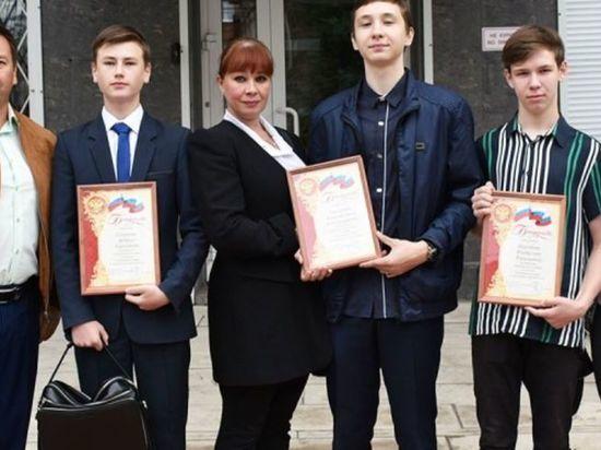 В Иркутске наградили подростков, задержавших грабителя