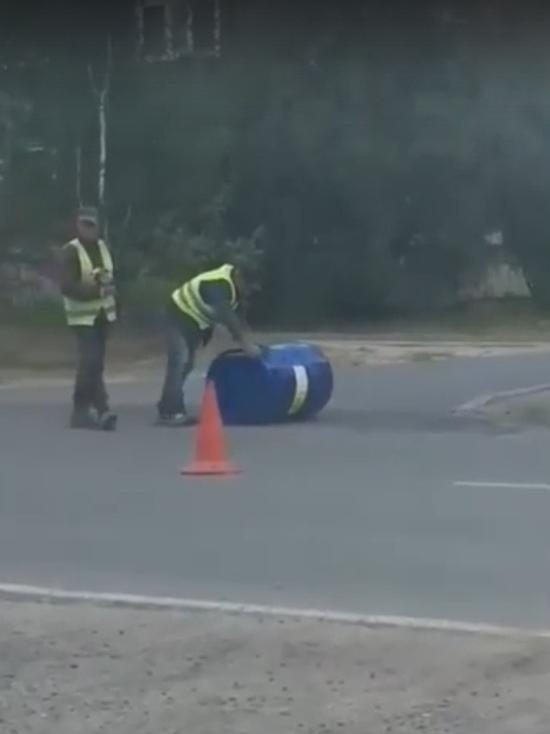 В городе ЯНАО дорожники укладывают асфальт бочкой