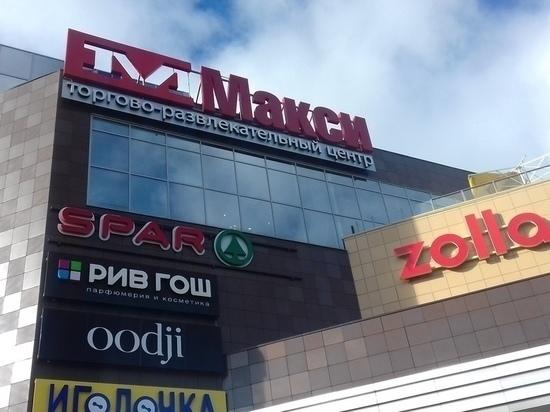 Из-за дыма на парковке эвакуировали посетителей ТЦ в центре Петрозаводска