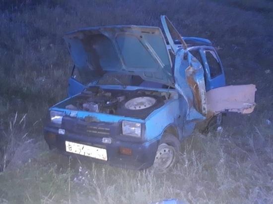 На Дону водитель автомобиля получил серьезные травмы ног, съехав в кювет