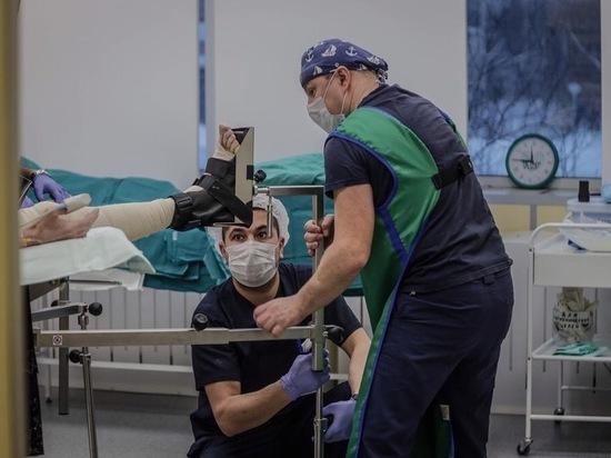 В Елизаветинской больнице спасли упавшую с 15-метровой высоты девушку