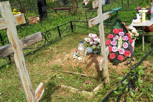 Жительница Подмосковья нашла на могиле родственников покойника-нелегала