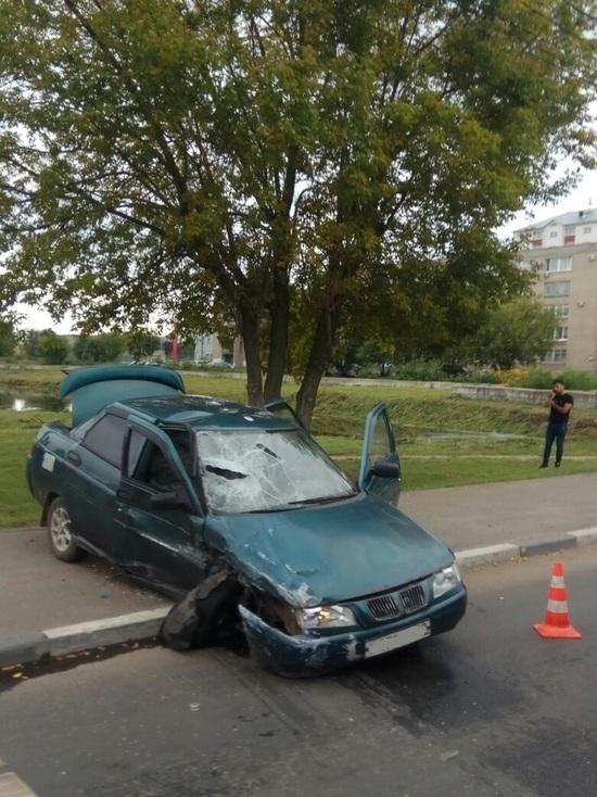 Два легковых автомобиля столкнулись на перекрестке в Твери