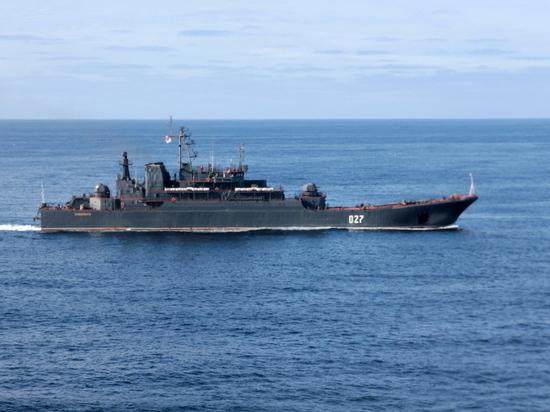 Отряд Северного флота идет по Енисею в Дудинку