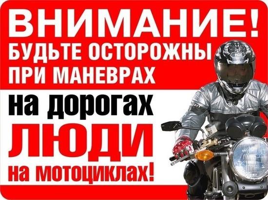 В Ярославле мотоциклист катаясь на одном колесе влетел в джип