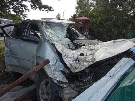 В Новосибирской области водитель врезался в остановку