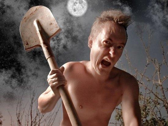 Избил дедушку лопатой житель Новосибирской области