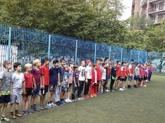 Депутаты горсовета организовали футбольный турнир дворовых команд