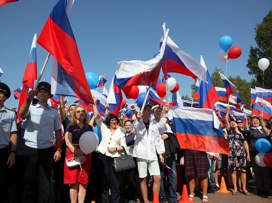 В НСО юбилей российского флага планируют отметить автопробегом