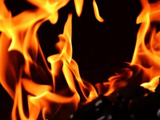 В Сычевке ночью жильцы выбегали из горящего двухквартирного дома