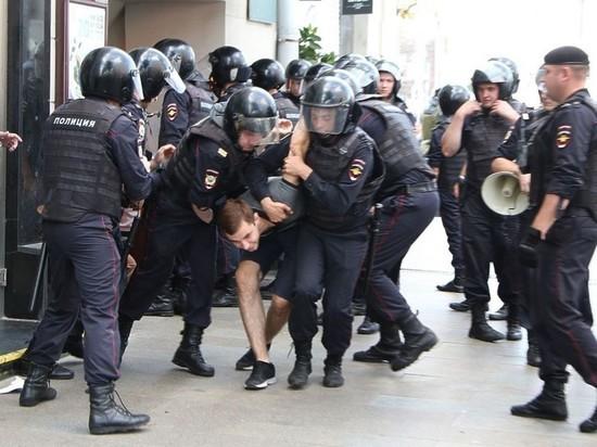 Силовиков просят наказать за матерную ругань на протестах в Москве