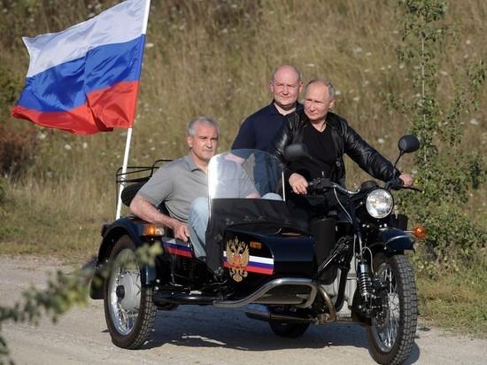 Песков отказался отвечать на вопрос о Путине-байкере без шлема