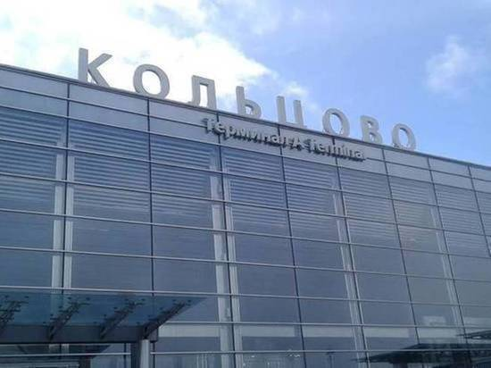 Житель Татарстана, прилетевший в Екатеринбург, похитил спасательный жилет