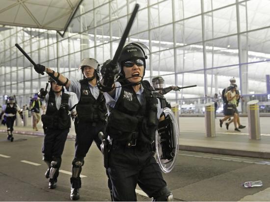 Протесты в Гонконге: полиция избрала новую тактику борьбы с беспорядками