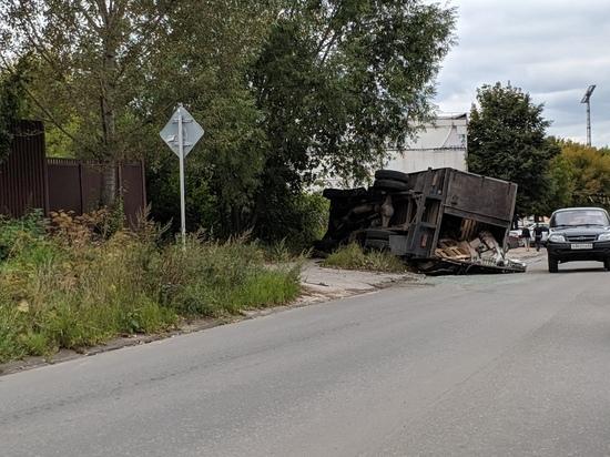 В Рязани перевернулся грузовик с пивом