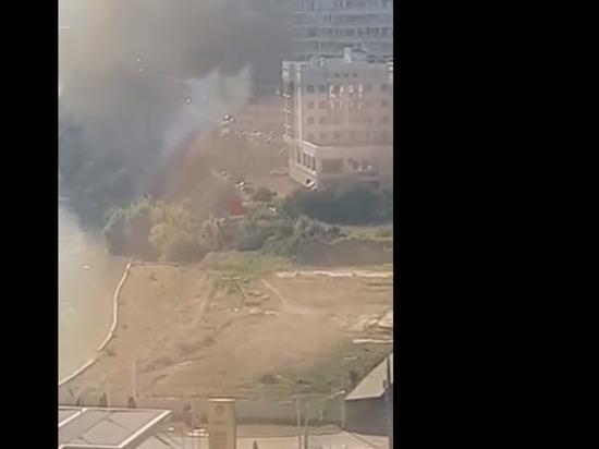 На стройплощадке у Тургеневского моста в Краснодаре произошёл пожар