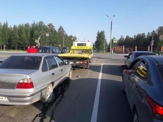 Иномарка врезалась в эвакуатор в Ноябрьске