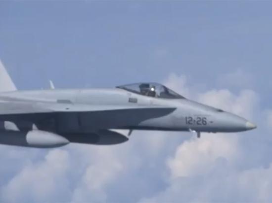 Стали известны причины появления испанского летчика рядом с самолетом Шойгу