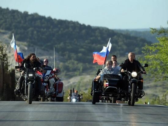 """Лидер """"Ночных волков"""" оценил навыки Путина на мотоцикле"""