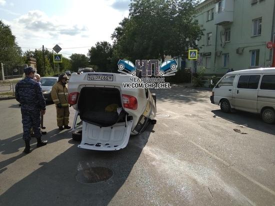 В Челябинске перевернулось такси