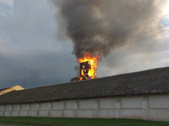 В Челябинской области загорелась пятидесятиметровая башня