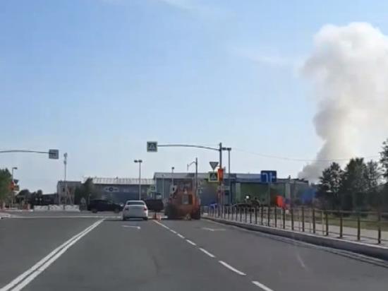 В Губкинском полыхает лесной пожар