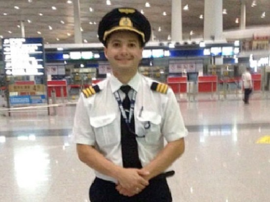 """Жена командира A321 рассказала о посадке в поле: """"Не удивилась"""""""