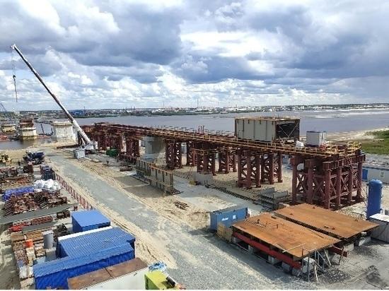 Четвертая часть моста через реку Пур в ЯНАО уже построена