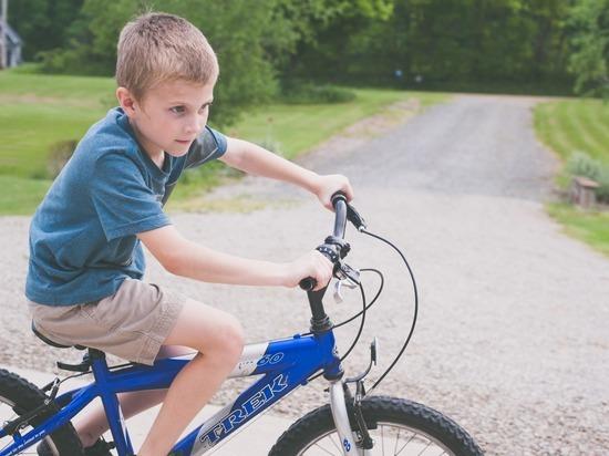 В Абакане водитель сбил ребенка на велосипеде