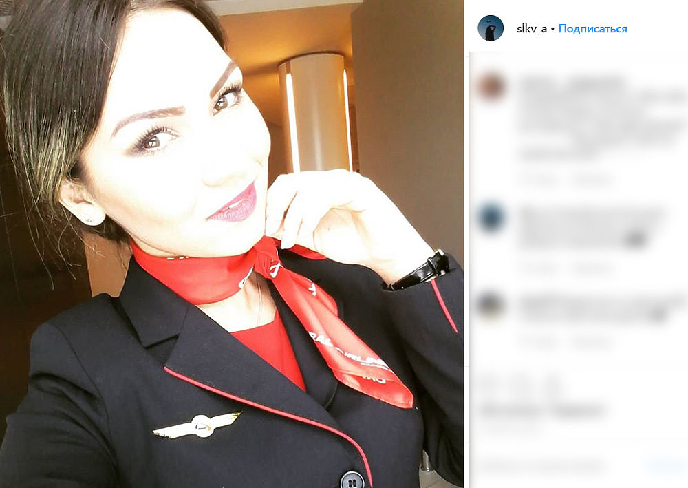 Стюардесса аварийного самолета А321 помогла десяткам пассажиров: фото красотки