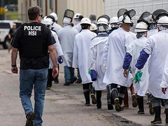 Самый крупный в истории рейд иммиграционной служба США