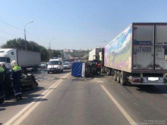 В Волгограде пострадали четверо человек в аварии с 5 автомобилями