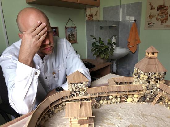 Опочанин построил в Пскове Порховскую крепость из необычного материала