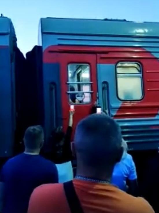 Напал с ложкой: кровавая драка произошла в поезде Новый Уренгой — Екатеринбург