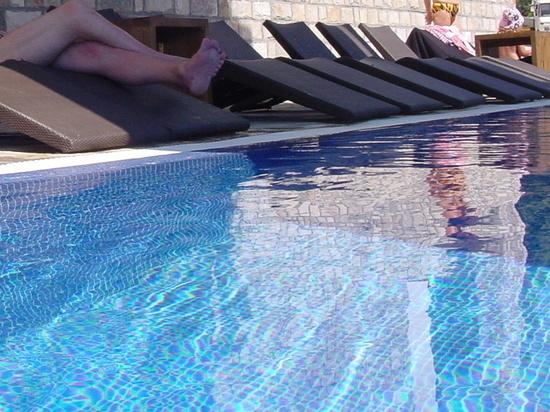 В бассейне отеля в Аланье нашли тело российского туриста