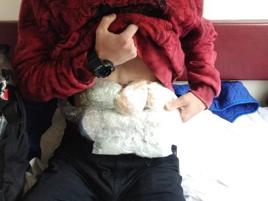 С поезда в Мордовии сняли пассажира, обмотанного наркотой
