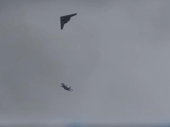 Минобороны показало совместный полет беспилотника «Охотник» и истребителя