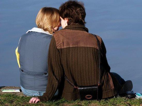 Назван средний возраст начала половой жизни в России