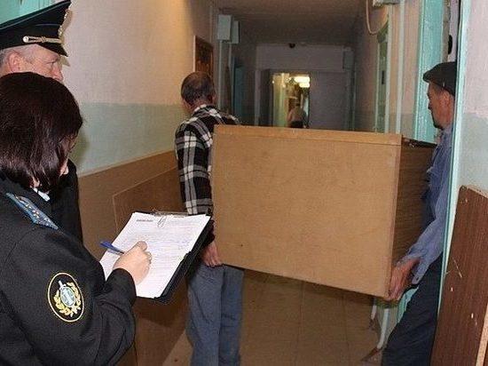 Чебоксарцев, не плативших за жилье, выселили из муниципальной квартиры